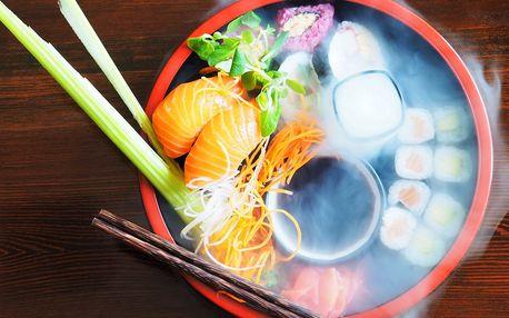 Sushi sety podávané efektně na suchém ledu