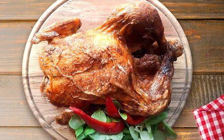 Dvoukilové grilované kuře s pečivem a dresinkem