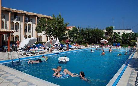 Řecko - Korfu na 4 až 6 dní, polopenze nebo snídaně s dopravou letecky z Prahy 250 m od pláže