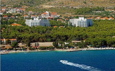 Chorvatsko - Trogir na 8 až 10 dní, light all inclusive nebo polopenze s dopravou autobusem nebo letecky z Prahy 150 m od pláže