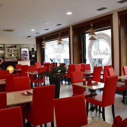 Set 18, 24 či 32 kousků výborného sushi ve vietnamské restauraci