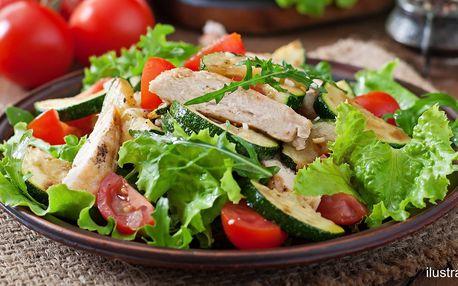 Zeleninový salát s krůtím masem i bez a limonáda