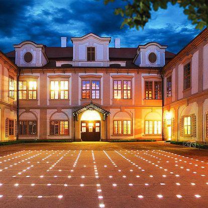 Pobyt u zámku Loučeň: jídlo, bazén i bludiště