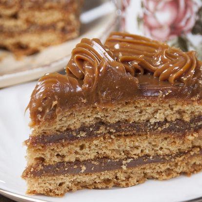 Ručně dělaný čokoládovo-oříškový dort Arménka