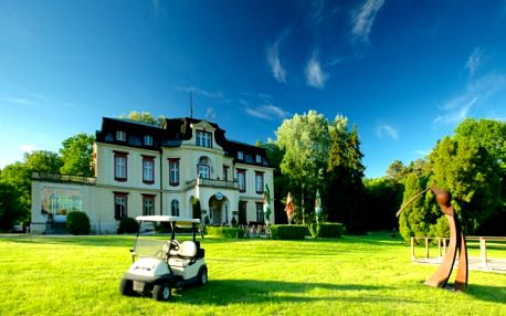 Pobyt na zámečku Myštěves dle výběru s celodenní hrou golfu či možností zapůjčení koloběžek.