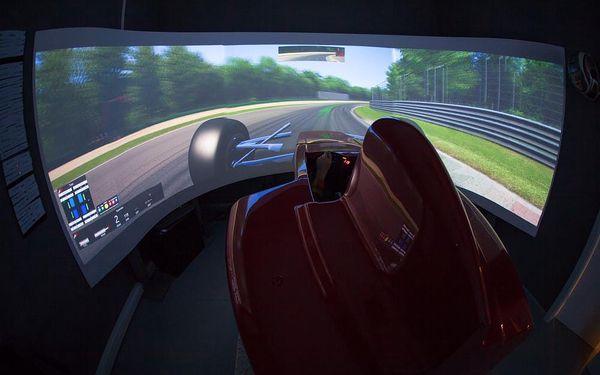 Závodní simulátor Formule 15