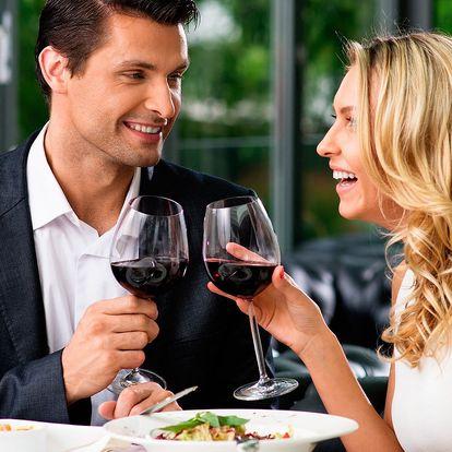 4chodové menu pro dva: ryba či steak a lahev vína