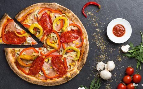 Pizza z nabídky 4 druhů v pohodové kavárně Kafe A