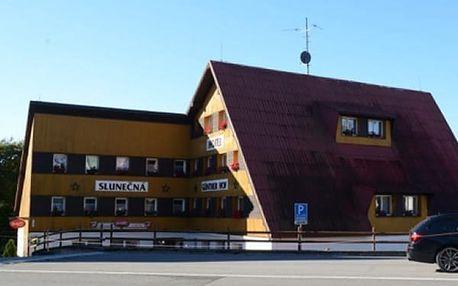 Relaxační pobyt v Hotelu Slunečná na Božím Daru, snídaně, večeře, vstup do muzea pro dvě osoby.