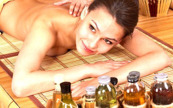 Tradiční indická Ayurvédská masáž léčivými oleji, masáž celého těla v centru Prahy.