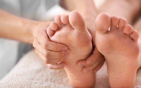 Reflexní masáž plosek nohou nebo baňkování