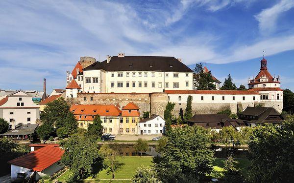 Jindřichův Hradec u zámku pro dva + polopenze, projížďka na loďce