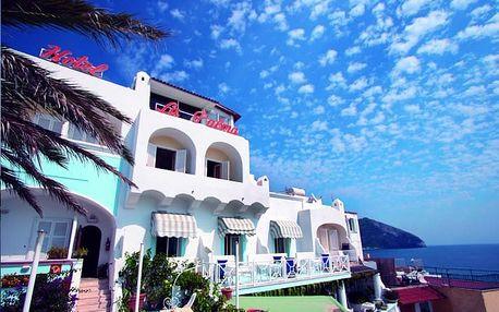 Itálie - Ischia na 10 dní, polopenze s dopravou autobusem 100 m od pláže