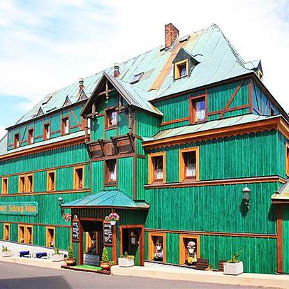 Podzimní Krušné hory v unikátním starobylém hotelu Zelený Dům v centru obce Boží dar s polopenzí a aktivitami