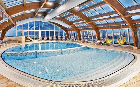 4* hotel s výhledem na jezero, bazénem a polopenzí