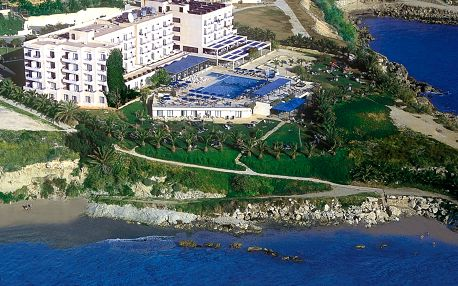 Kypr - Paphos na 13 dní, all inclusive s dopravou letecky z Prahy přímo na pláži