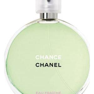 Parfém a rtěnka: Ať se cítí ještě krásnější
