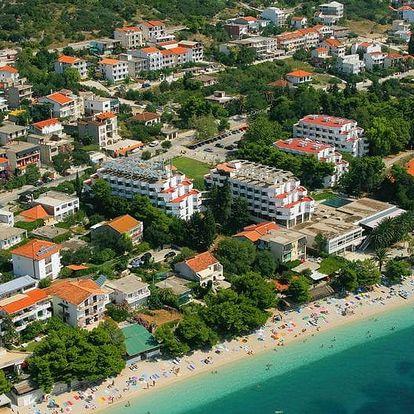 Chorvatsko - Gradac na 10 dní, plná penze nebo polopenze s dopravou autobusem 50 m od pláže