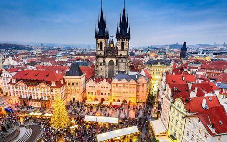 Stovežatá Praha vo svetle vianočných svetielok
