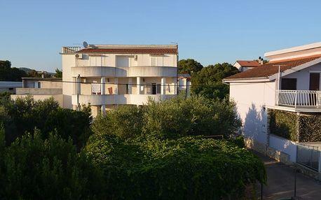 Chorvatsko - Severní Dalmácie na 8 až 10 dní, plná penze, polopenze, večeře nebo bez stravy s dopravou autobusem nebo vlastní 200 m od pláže