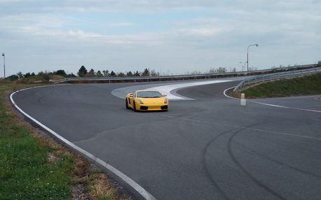 4 kola v Lamborghini Gallardo či Porsche Cayman na Polygonu v HK