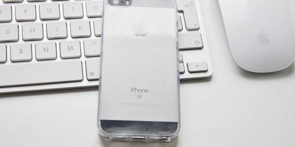 Tvrzené sklo či průhledný obal na iPhone až do řady X2