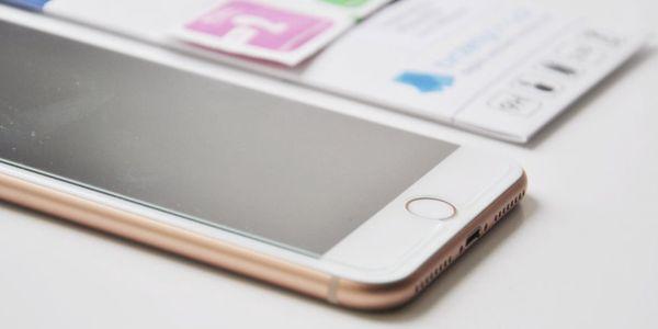 Tvrzené sklo či průhledný obal na iPhone až do řady X5