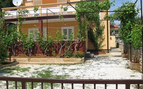 Chorvatsko - Vodice na 8 dní, bez stravy s dopravou vlastní 30 m od pláže
