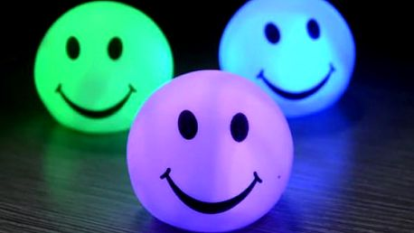 Vícebarevný svítící míček SMILE