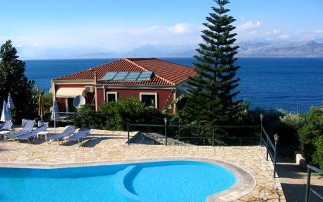 Řecko - Korfu na 4 až 12 dní, polopenze, snídaně nebo bez stravy s dopravou letecky z Prahy 100 m od pláže