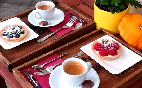 Káva a sladká tartaleta pro 2 osoby v Kafe A