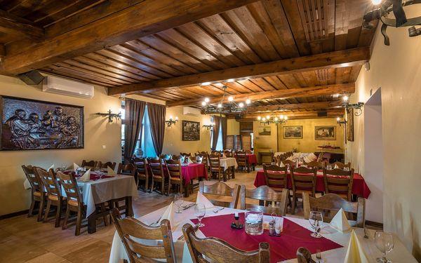 2–4 romantické dny v historické budově: polopenze, wellness i láhev vína4