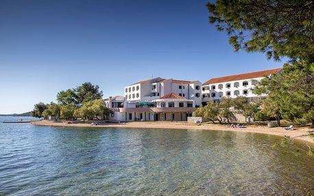 Chorvatsko - Severní Dalmácie na 8 dní, polopenze nebo snídaně s dopravou vlastní 30 m od pláže