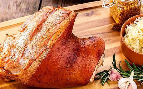 2x kilové pečené vepřové koleno v Hospůdce U Fíčků s chlebem, hořčicí, křenem a zeleninovou oblohou.