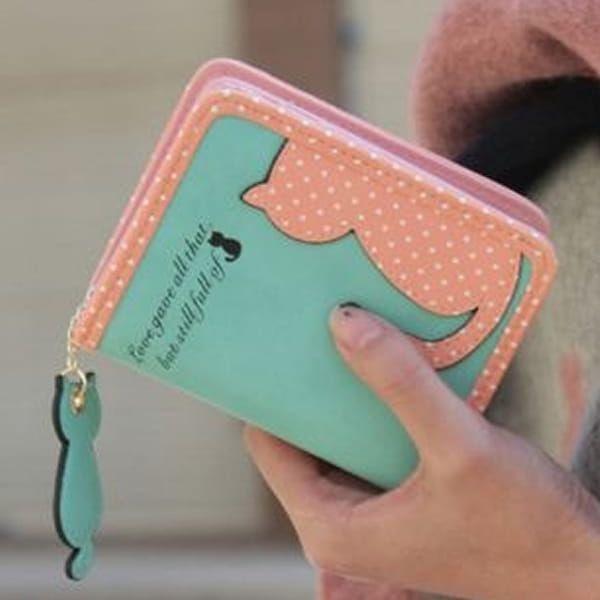 Roztomilá peněženka s kočičkou je stylovým módním doplňkem. Na výběr v několika barvách.