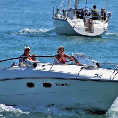 Motorový člun s vlastním kapitánem