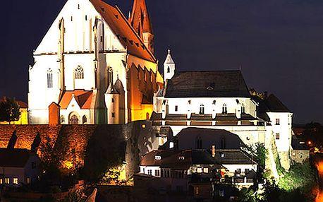 Silvestrovský pobyt v hotelu BAX *** pro dva s bohatou polopenzí, přípitkem a lahví výborného vína.