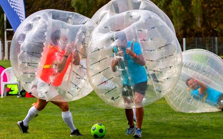 Bubble football: zábavný fotbal v koulích