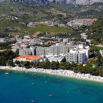 Chorvatsko - Tučepi na 8 až 11 dní, polopenze nebo snídaně s dopravou vlastní 20 m od pláže
