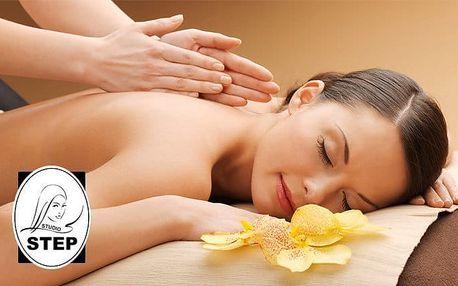 35minutová relaxační masáž zad a šíje v studiu Step v Praze