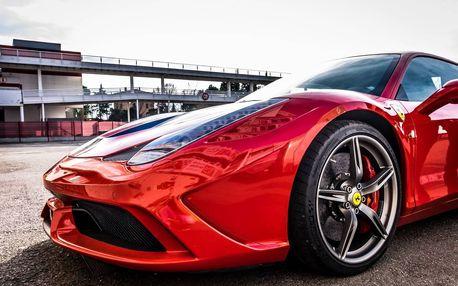 Jízda v Ferrari ve městě
