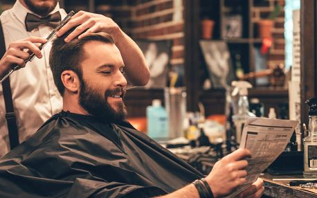 Módní střih v barbershopu s variantou Otec a syn