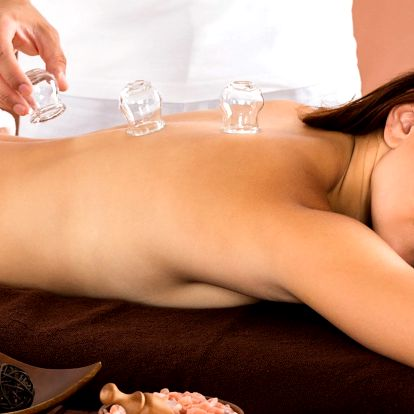 Baňkování nebo baňková masáž pro uvolnění