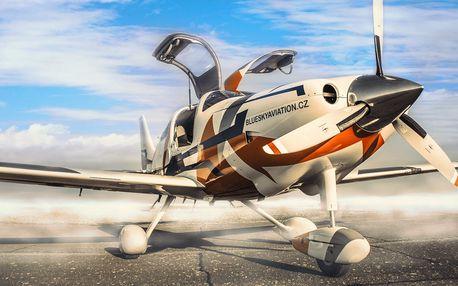 Adrenalin v krvi: pilotujte sporťák mezi letadly