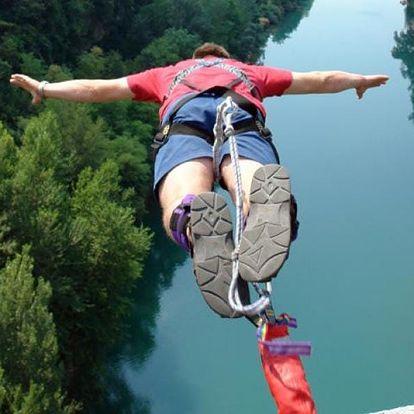 Bungee jumping z nejvyššího mostu ČR
