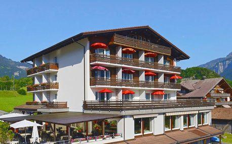 Hotel s nádherným panoramatickým výhledem na jezero a hory