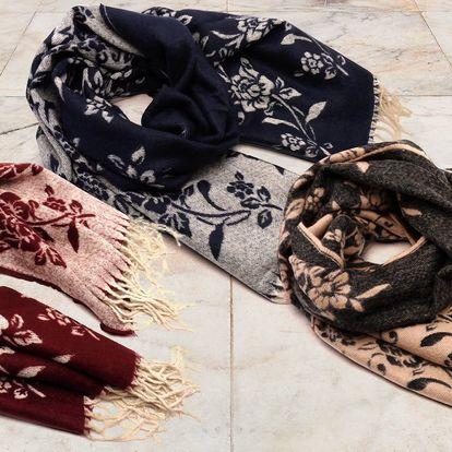 Hřejivý a lehký pléd: černý, tmavě modrý i růžový
