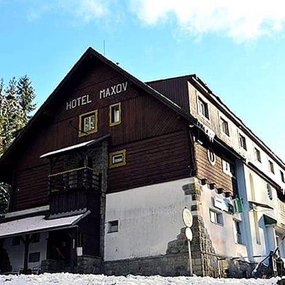 Podzimní či zimní wellness pobyt s polopenzí v Jizerkách. 1x vstup do sauny na 60 minut.