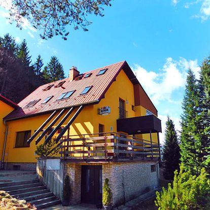Nespoutané Beskydy na podzim i v zimě v rodinném penzionu s polopenzí, saunou, welcome drinkem a slevou na masáže