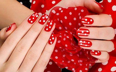 Modeláž gelových nehtů včetně kamínků v pražském studiu Beauty Glamour